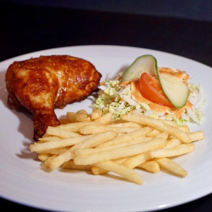 70a. ¼ kylling m/pommes frites & salat